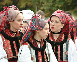 Croatian girls in folklore costume in Hungary.jpg
