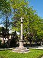 Cruz frente de la Basílica de Nuestra Señora del Prado - panoramio.jpg