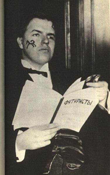 https://upload.wikimedia.org/wikipedia/commons/thumb/9/9d/David_Burliuk_1914.jpg/376px-David_Burliuk_1914.jpg