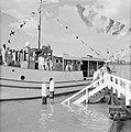 De Kalabebo met het koninklijk gezelschap aan boord verlaat Domburg, Bestanddeelnr 252-4198.jpg