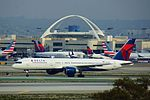 Delta N674DL at LAX arriving from GUA (24469960735).jpg
