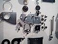 Die Explosivdarstellung einer Spiegelreflexkamera EXAKTA Varex IIa 04.jpg