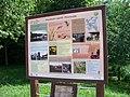 Dolní Chabry, Prostřední rybník, tabule naučné stezky.jpg