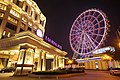 E-Da Royal Hotel entry and E-Da Outlet Mall ferris wheel 20150131 night.jpg