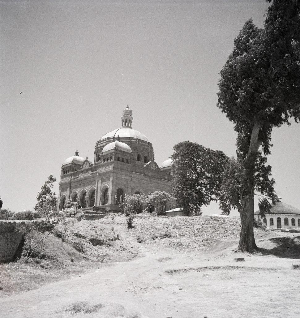 ETH-BIB-Mausoleum des Kaisers Menelik I. auf dem Hügel des grossen Gibi-Abessinienflug 1934-LBS MH02-22-0326