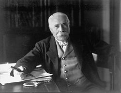 Edward Elgar, posing for the camera (1931).jpg