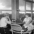 Eerste ronde Internationaal Damesschaaktoernooi te Emmen Mevr Heemskerk en mrs, Bestanddeelnr 908-9181.jpg