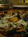 Egg on pizza (9514887).jpg