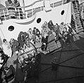 Emigranten (oliem) aan dek van het schip dat hen naar Israel brengt, Bestanddeelnr 255-1100.jpg