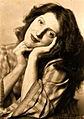 Eva Schnell jung mit geneigtem kopf.jpg