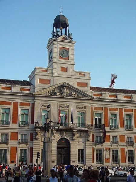 File fachada de la casa de correos en la puerta del sol de for Casa correos madrid