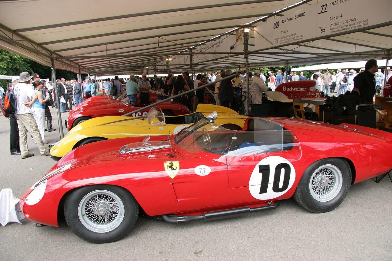 1280px-Ferrari_TR61%2C_O.Gendebien-P.Hill_Winner_Le_Mans_1961_-_Flickr_-_exfordy