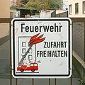 Feuerwehr Zufahrt freihalten • Schild mit Drehleiter • crop.jpg