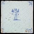 Figuurtegel, cupido met pijl en boog, hoekmotief ossenkop, objectnr 15664.JPG