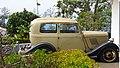 Flat tire oldtimer (38042077776).jpg