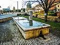 Fontaine-lavoir, sur la place du village.jpg