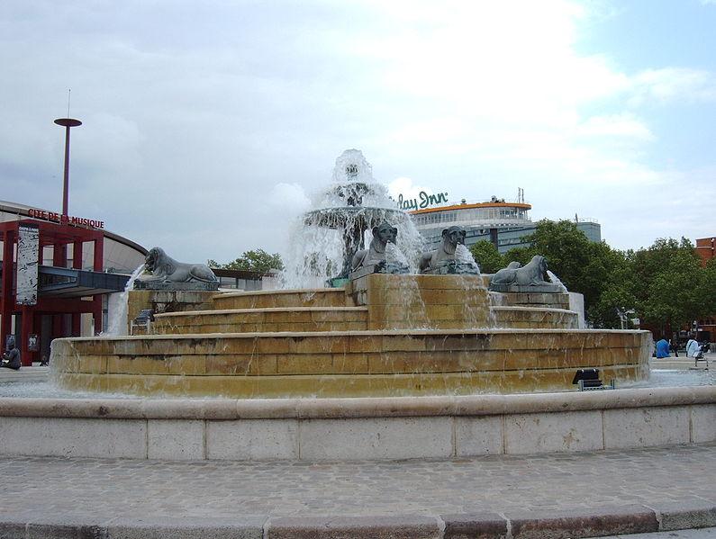 Fichier:Fontaine du Château d'eau (Pierre-Simon Girard), 2010-05-18 05.jpg