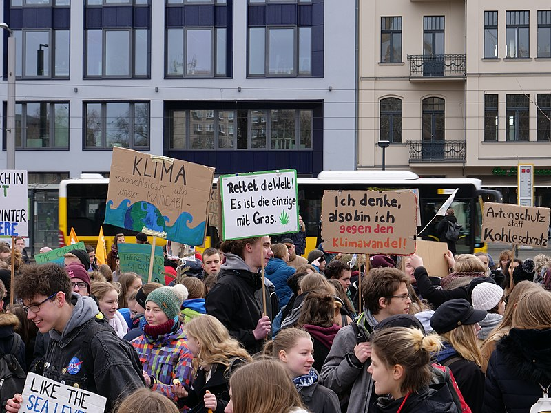 Datei:FridaysForFuture protest Berlin 08-02-2019 13.jpg