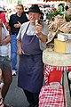 Fromager au marché de Bédoin 02.jpg