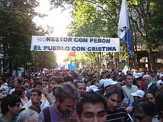 "Death and state funeral of Néstor Kirchner - Citizens along Avenida de Mayo, waiting to enter Casa Rosada to pay homage to Néstor Kirchner. The sign reads ""Néstor with Perón. The People with Cristina""."