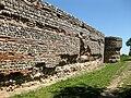 Gariannonum Burgh Castle south wall well preserved.jpg