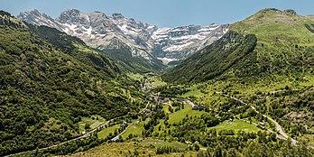 Gavarnie et son cirque, dans la Bigorre (France). (définition réelle 10000×5000)
