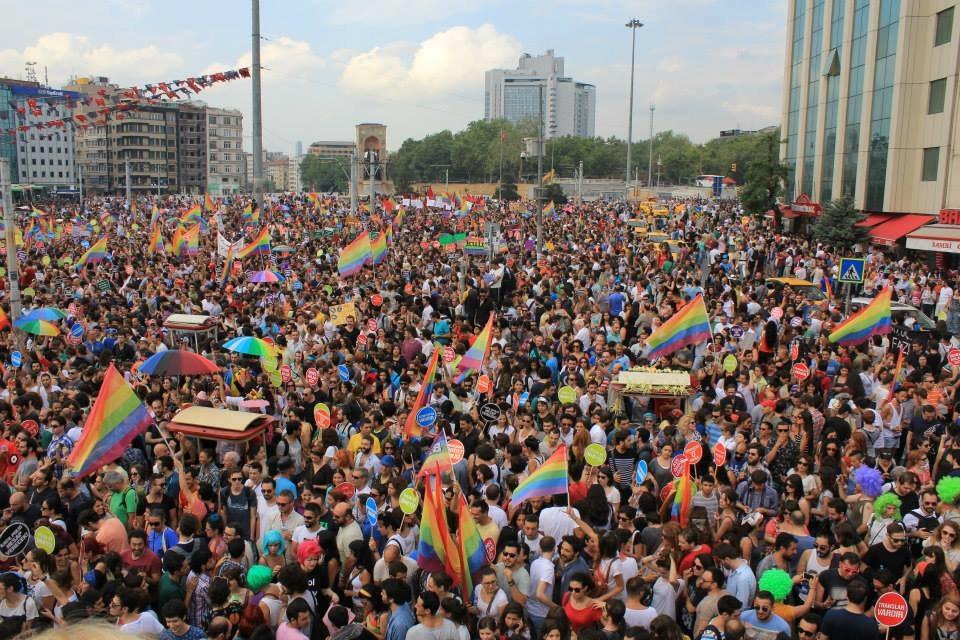 Gay pride Istanbul 2013 - Taksim Square