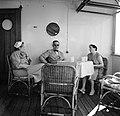 Gezelschap aan boord van de ms. Nestor op weg naar Suriname. Van links naar rech, Bestanddeelnr 252-2168.jpg