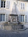 Givry (S et L) Fontaine aux Dauphins.jpg
