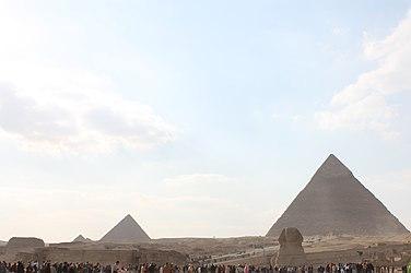 Giza pyramid complex 2010 4.jpg