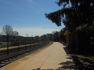 Glen Rock–Boro Hall station - Glen Rock Boro Hall station facing southbound towards Radburn station.