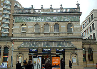Gloucester Road tube station - Entrance on Gloucester Road