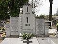 Grób ofiar faszyzmu z 1939 roku na cmentarzu parafialnym.jpg
