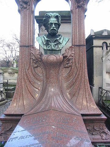 Могильный камень, оставшийся в качестве кенотафа на месте первоначальной могилы Золя на кладбище Монмартр, перемещённой 4 июня 1908г. в Пантеон