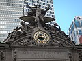 Group of statues and clock on the facade (Grand Central Terminal) - panoramio.jpg