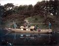 Groupe de quatre femmes dans une barque de loisirs avec deux bateliers.tif