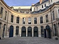Hôtel d'Évreux, cour 07.jpg