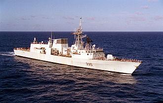 "HMCS Calgary (FFH 335) - HMCS Calgary deployed on Exercise ""Tandem Thrust"" in 1999."