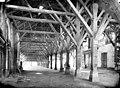 Halle - Vue intérieure avec charpentes - Evron - Médiathèque de l'architecture et du patrimoine - APMH00004365.jpg