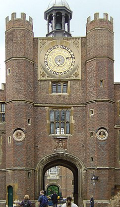 Anne Boleyn's Gate. The Tudor gatehouse and astronomical clock at Hampton Court palace