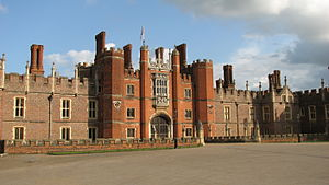 Old Main, Knox College - Image: Hampton Court Palace (3037990094)