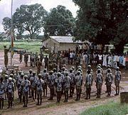 Hastear da bandeira da Guiné Bissau após o arrear da de Portugal