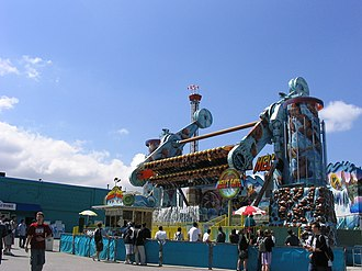 Playland (Vancouver) - Hells Gate is a Top Spin that randomly sprays water on its riders.