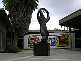 """L'Amphion"" de Henri Laurens y un Mural de Fernand Léger en la Plaza Cubierta de la Ciudad Universitaria de Caracas"