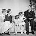 Het Deense Koninklijk gezin in hun woning in paleis Brockdorff in Slot Amalienbo, Bestanddeelnr 252-8591.jpg