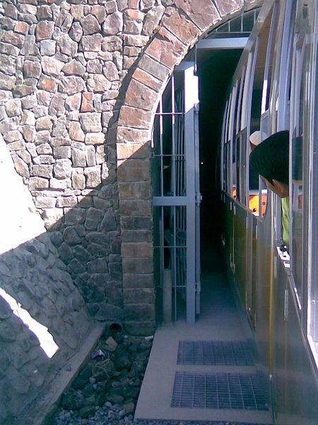 450px-Hoota-entrance