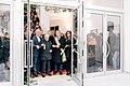 Il sidaco di Atessa con l'artista Gaetano Minale inaugura la pinacoteca.jpg