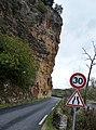 Imposant chalkstone cliffs along the Dordogneriver - panoramio.jpg