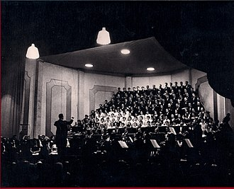 Symphony No. 9 (Beethoven) - Ino Savini conducting the Ninth Symphony at the Rivoli Theatre in Porto, Portugal (1955)