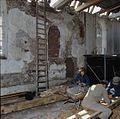 Interieur, overzicht van muur tijdens restauratiewerkzaamheden - Oostrum - 20383803 - RCE.jpg